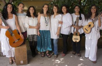 Foto grupal con instrumentos -Nunca Mas Mujer